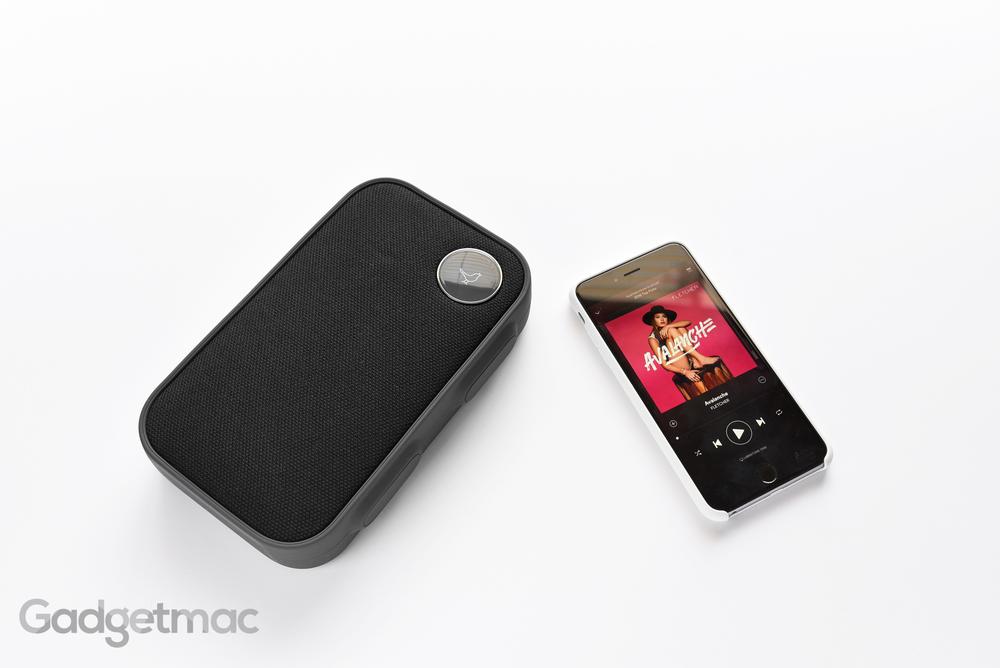 libratone-one-click-portable-bluetooth-speaker-2.jpg