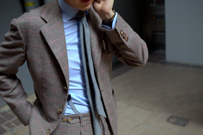 "lnsee :     Support for the Tweed Run in Tokyo:   Orazio Luciano ""Sherry Kash"" Suit  Liverano & Liverano Blue Micro-Stripe Shirt Drake's Gray Cashmere Tie Drake's Gray Braces"