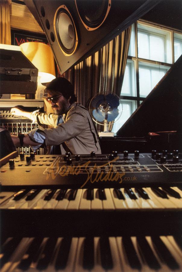 waxandmilk :     Vangelis scoring Blade Runner  1982