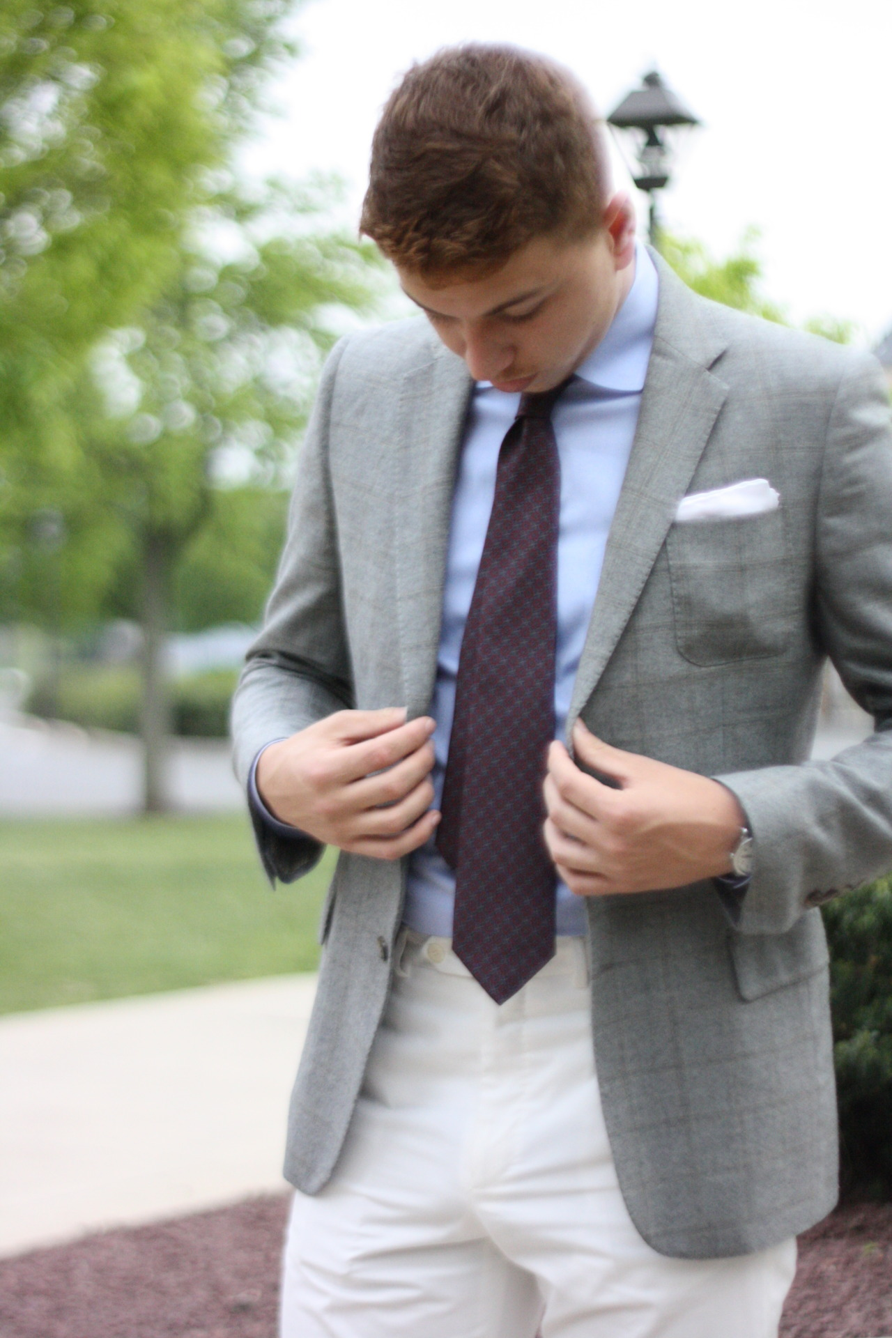 mypantalones :      Something to think about:     Matching your pocket square to your pants.    For those who don't live on the edge and like to directly match their pocket square to an aspect of their outfit, the usual targets are the shirt or the tie. I occasionally match my square to my shirt, but usually, it stands as its own element. However, over the summer I broke out my white cotton Incotex trousers (my favorite pants I own), and every time I chose a square to go with the kit, I'd fall back to a white herringbone silk square.   The effect was pretty striking, and it made the kit a bit more dynamic, moving the eye from chest to pants instead of chest to chest. I'm not saying this is something you should do all the time, because a lot of the time it can look absolutely awful. However, if your pants are noticeably different in either hue, shade, or saturation, it might be something you want to think about.It can definitely be a subtle way to change the dynamic of your kits, as well as a personal breath of fresh air.