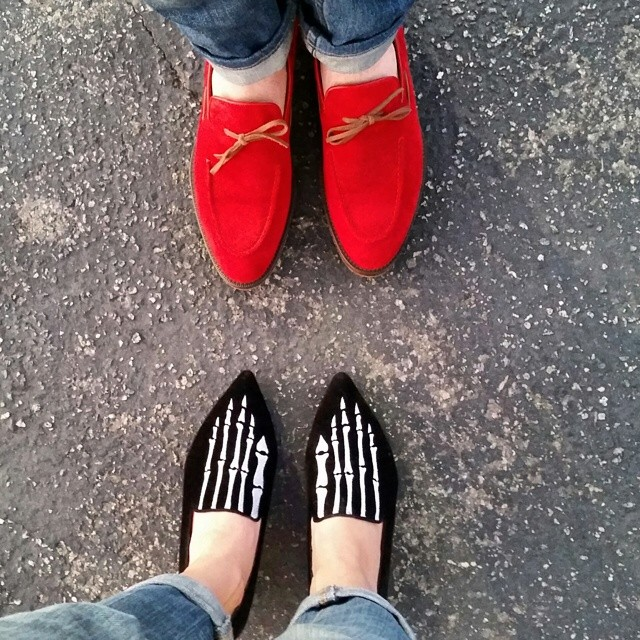 Jeans and loafers/His and Hers    #modepopuli #moda #menwithstyle #menswear #mensfashion #womenswear #womensfashion #fashionpost #couplefashion #jeansandloafers #hisandhers