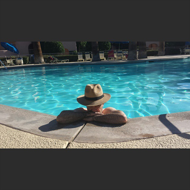 Weekend in the sun    #modepopuli #moda #menwithstyle #menswear #mensfashion #mensclothing #mensootd #fashionpost #fashion #palmsprings #pool #hot #hat #weekendinthesun