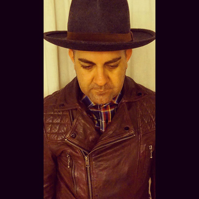 There Will Be Blood    #modepopuli #moda #menwithstyle #menswear #mensfashion #mensclothing #mensootd #fashionpost #fashion #hm #hmtrend #chachashouse #hat #allsaints #leatherjacket #oxblood #therewillbeblood
