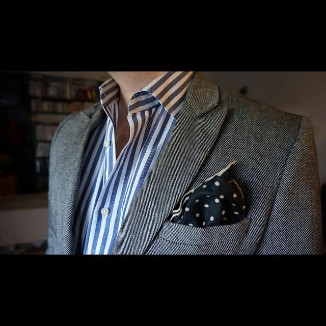Polka dots & stripes    #modepopuli #moda #menwithstyle #menswear #mensfashion #mensclothing #mensootd #fashionpost #fashion #hm #hmtrend #GQ #gqstyle #pocketsquare #style #dapper #polkadotsandstripes