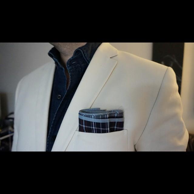 Light and Dark    #modepopuli #moda #menwithstyle #menswear #mensfashion #mensclothing #mensootd #fashionpost #fashion #mensstyle #GQ #gqstyle #LA #hm #hmtrend #pocketsquare #style #dapper #lightanddark