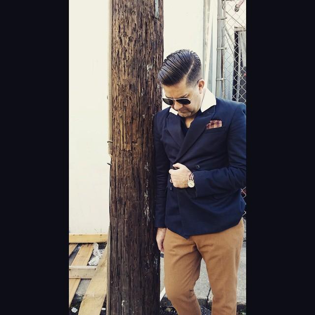 Lean On Me    #modepopuli #moda #menwithstyle #menswear #mensfashion #mensclothing #mensootd #fashionpost #fashion #hm #hmtrend #pocketsquare #clarkeandbarba #style #dapper #GQ #gqstylehunt #gqstyle #gqego #uniqlo #uniqlousa #uniqloxmb #michaelbastian #timex #leanonme