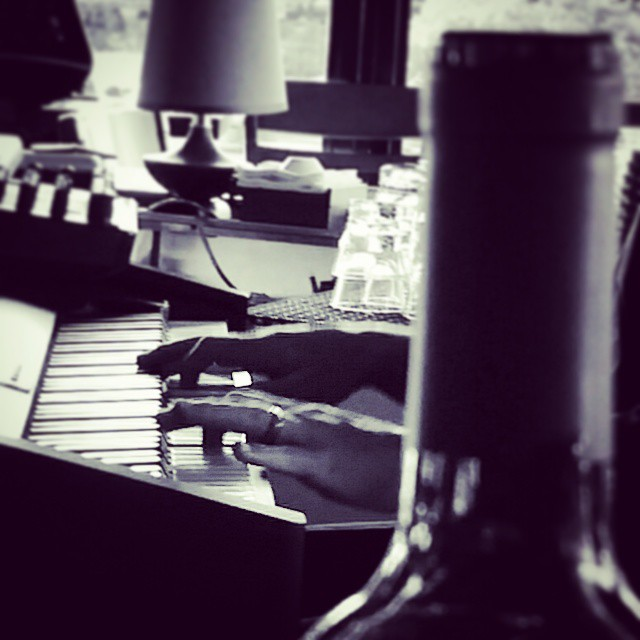 Wine and music     #modepopuli #sunday #afternoon #music #wine