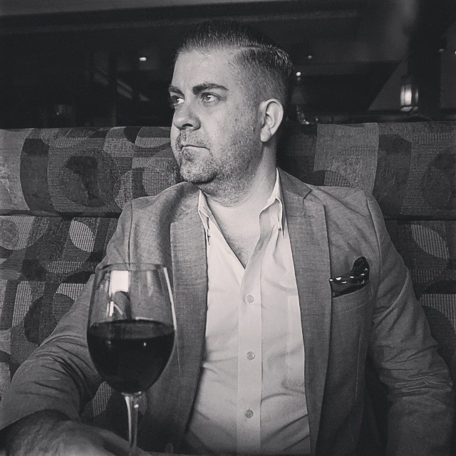 It's black and white, just enjoy your weekend!     #modepopuli #moda #menwithstyle #menswear #mensfashion #mensclothing #mensootd #fashionpost #fashion #scotchandsoda #G2000 #wine #weekend #enjoy #blackandwhite