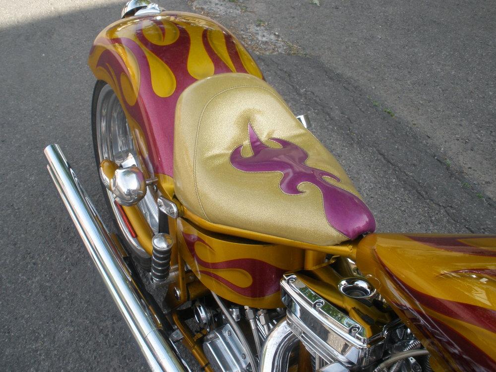 Personnalisation de selle de moto sur mesure (moto custom)
