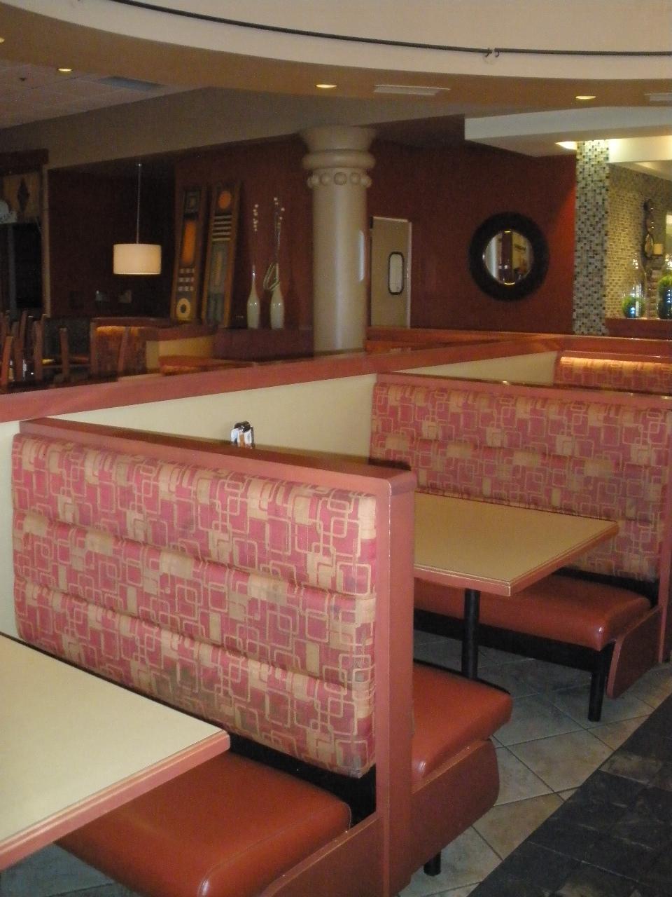Rembourrage commercial, banquette d'un restaurant