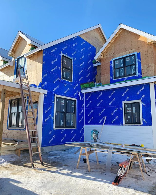Yay!! It's siding day at our modern farmhouse project! Metal roof goes on soon, rough in is well underway and we are deep into finish selections/millwork - very exciting stuff over here! #designbuild #customhomes #custommillwork
