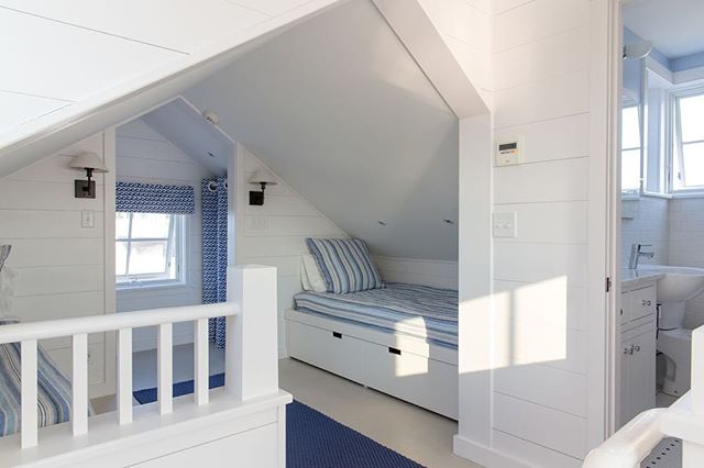 Any time now (😬) the days will be long and the air will be warm - right!?!? Winter might be long here in Maine but we'll keep dreaming of bunking by the beach until the cold fades away. Architecture by @whittenarchitects interior design by @hurlbuttdesigns 📷: @jonathan_reece_photography #customhomes #bunkup #custommillwork #blueandwhite
