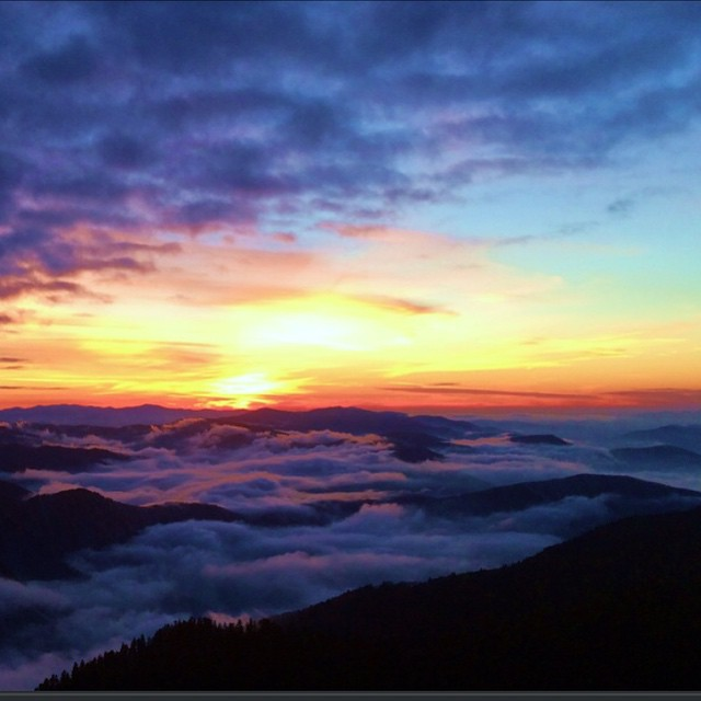 Look at the gorgeous photo from the blog High on LeConte! (Taken by winter caretaker JP). Makes me really miss the #smokies! #gsmnp #lecontelodge #highonleconte #winterhiking #sunset #nofilter