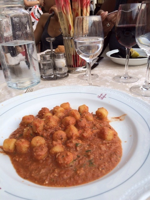 Gnocchetti.  Potato dumplings that just melt away into your mouth.  My first sit down meal in Venice and it couldn't have been any more perfect.  14€ for the meal, 3€ for the sit down fee and 2€ for a bottle of water.