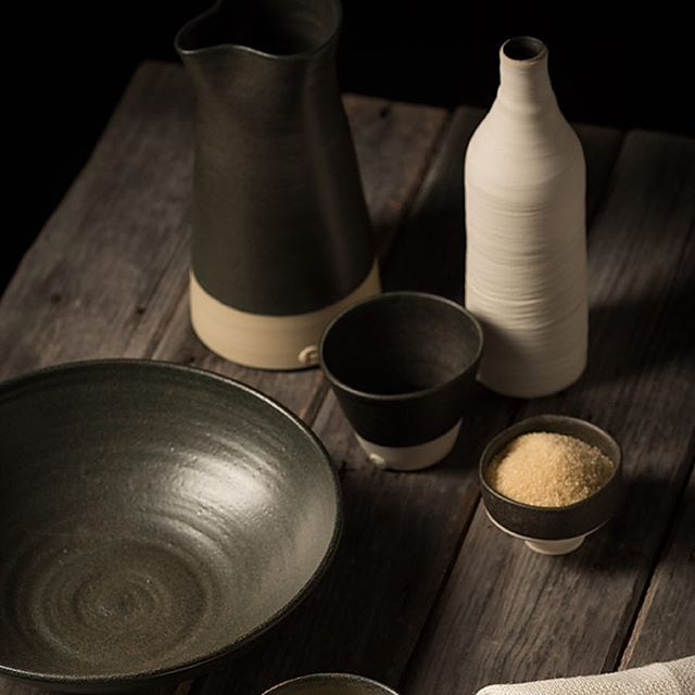 We have new stock of the absolutely stunning ceramic jugs and tumblers by the amazing @katherinemahoneyceramics. Available in both concrete and charcoal.  The perfectly stylish, masculine, versatile and practical addition to any home or workplace. Each piece is handcrafted in Sydney 🖤 PS the jug and tumbler set come gift boxed - ready to put under the Xmas tree!