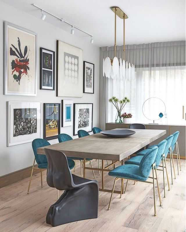 At our #riverside project we extended the back end of the home to allow for soaring heights and lots of light to fill the new dining space. Our client wanted a neutral palette so their art collection could take main stage but we felt that bringing in a showstopping dining chair would make this space even that more special! •Interior design and construction by @carriagelanedesign_build •architecture by @joshuadesignco •📸 @stephanibuchmanphoto • • #toronto #diningroom #highceilings #artwall #teal #westelm #bum #luxdesign #luxury #modern #instagood #instadrama #gold #drapery #torontodesigner #torontostyle #style #decor #instapic #instalove #construction #addition