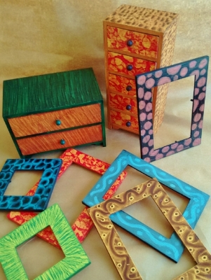 Grained boxes and frames by Kristin Helberg