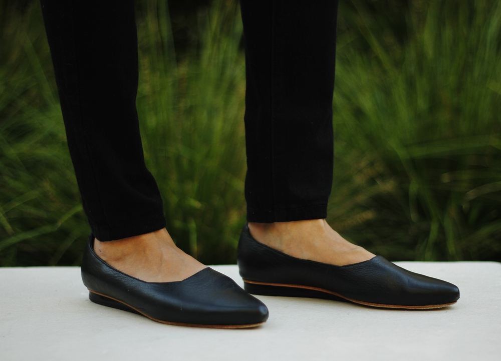 Rily & Coco black_leather_flat_wedge