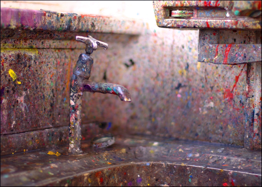 Jackson Pollock sink by StripeyAnne, used under a CC BY-ND licence