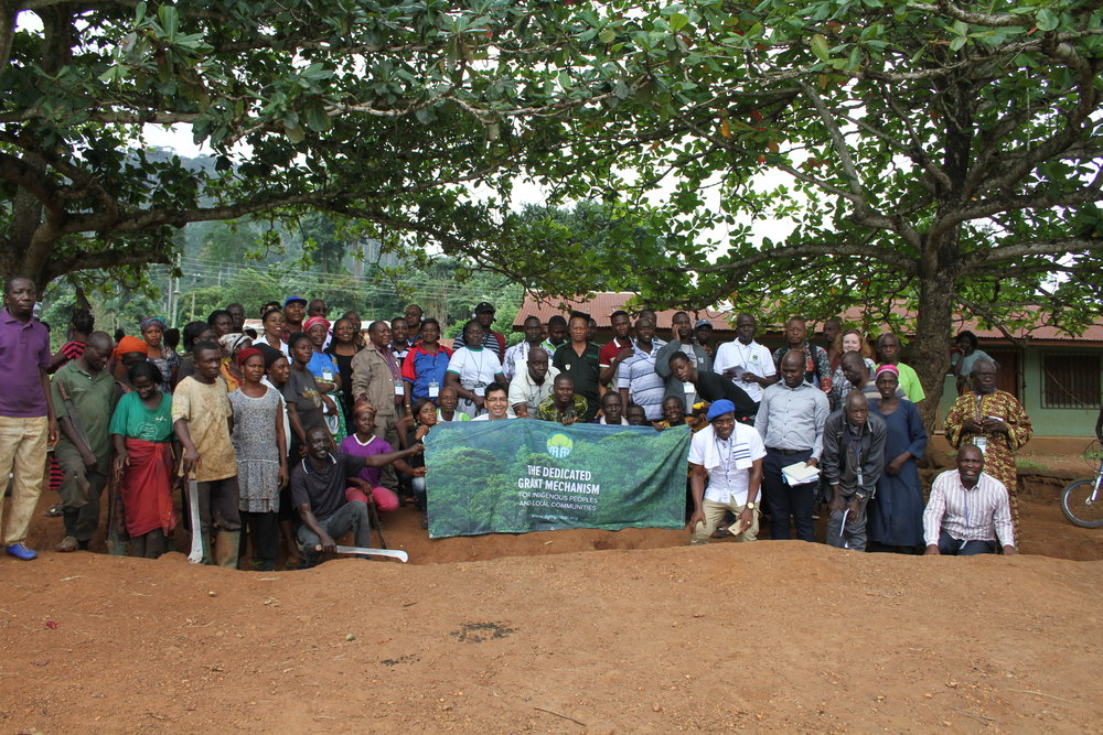 Workshop participants and community members during field visit to Yawkrom in the Western Region.      Photo credit: Patricia Dunne