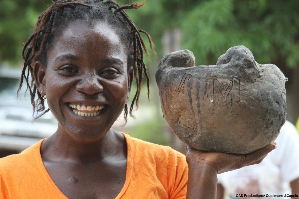 Rural communities throughout Mozambique rely on natural resources for their livelihoods and for a healthy and sustainable future.  As comunidades rurais em todo o país dependem de recursos naturais para sua subsistência e para um futuro saudável e sustentável.