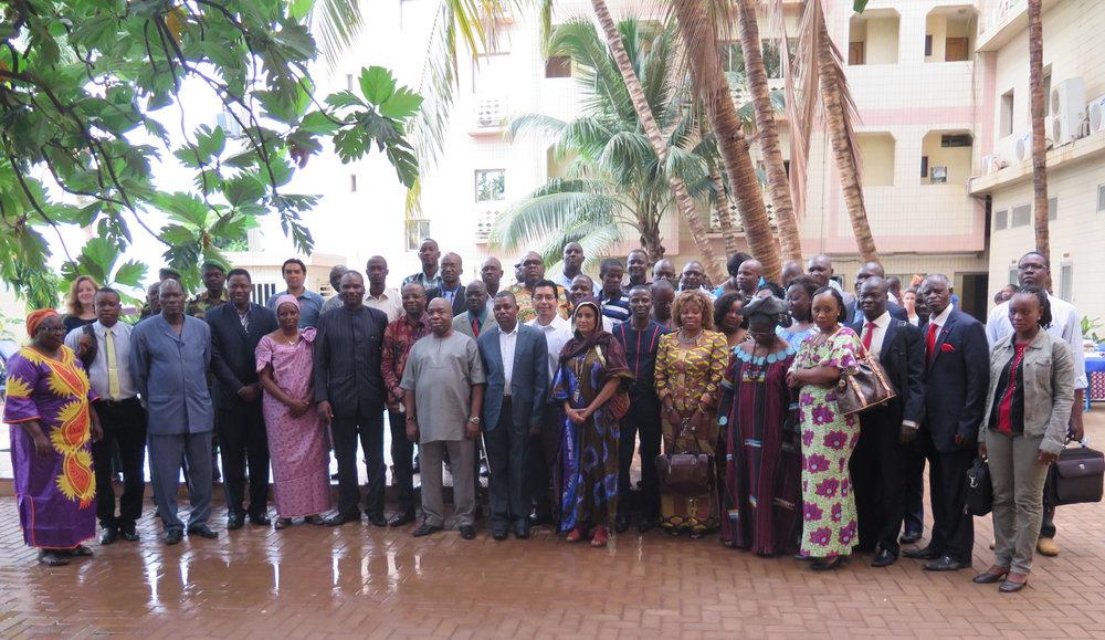 Intercâmbio da África - Ouagadougou, Burkina Faso - Julho de 201632 Participantes de PICLs (6 Mulheres) 4 Parceiros Não PICL11 Países RepresentadosPrincipais Tópicos: Políticas Climáticas e Ciência do Clima, REDD+, Competências de Negociação, Povos Indígenas e a CQNUMC, Análise de Redes SociaisComunidades visitadas: SapouyAgenda   Manual   Relatório   Video