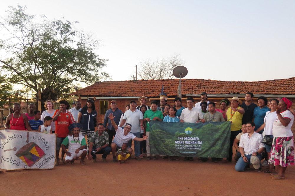 Intercâmbio das Américas - Montes Claros, Brasil - Junho de 201725 Participantes de PICLs (7 Mulheres) 7 Parceiros Não PICL12 Países RepresentadosPrincipais Tópicos: Políticas Climáticas e o Acordo de Paris, Manejo Agroflorestal, Mapeamento das Partes Interessadas, Direitos de Posse da Terra, Vinculação de Atividades Locais com as Políticas Nacionais e Globais, Comunidades SustentáveisComunidades visitadas: Lapinha Quilombola Community, Aldeia XacriabaAgenda | Manual | Relatório | Video