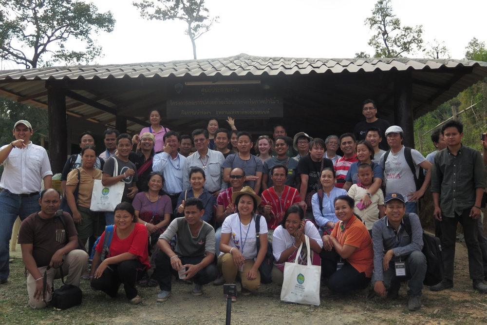 Échange régional Asie - Chiang Mai, Thaïlande - Février 201732 participants de PAPL (11 femmes)3 partenaires non membres de PAPL11 pays représentésPrincipaux thèmes traités : Politique climatique, financement climatique, REDD+, cartographie des parties prenantes, CPDN et Plate-forme des PAPLCommunautés visitées : Muang Ang VillageProgramme | Livret | Rapport | Video