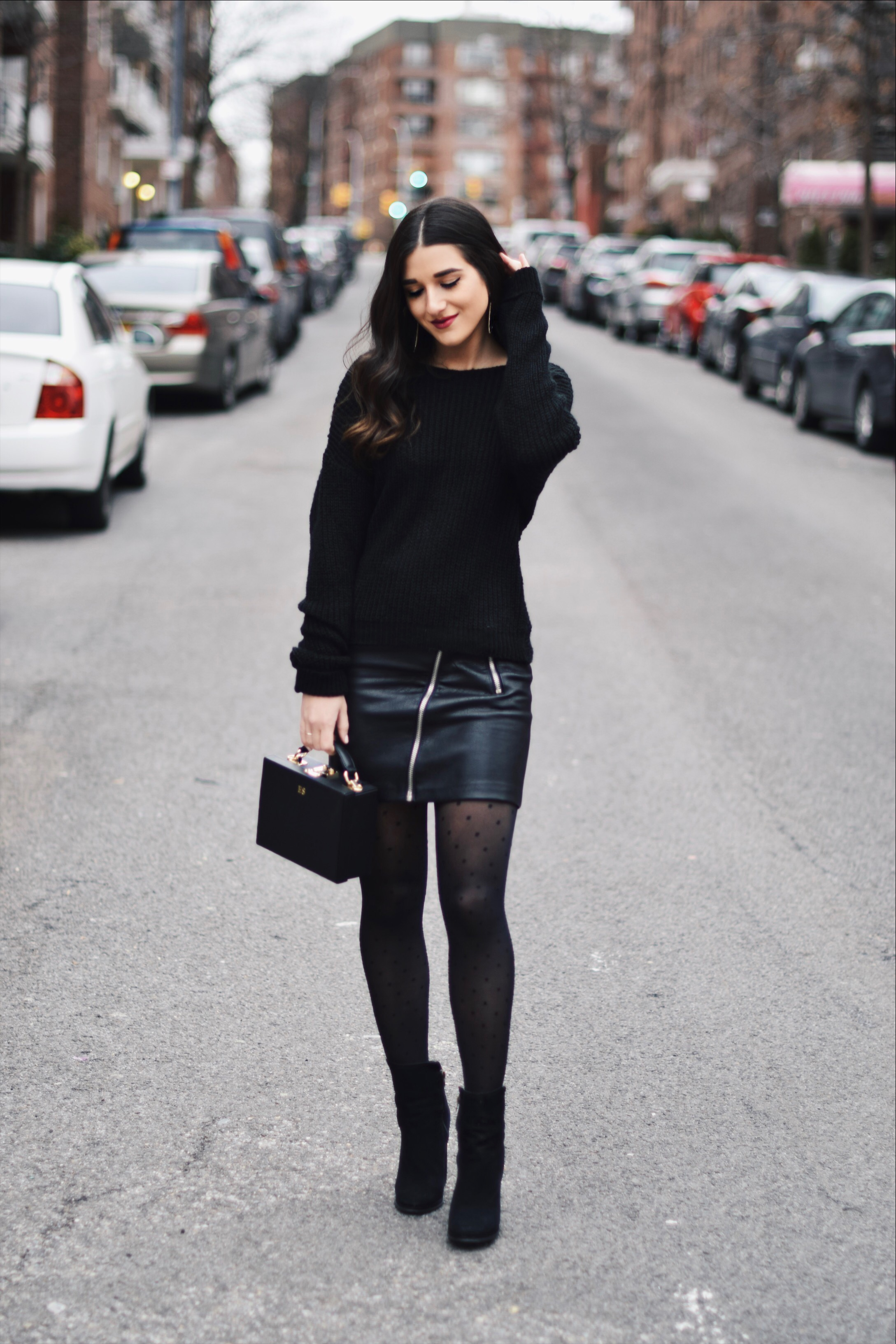 Esther Santer An Insider s Look Into The Blogging Industry. All Black Look     5 Ways To Keep Your New Year s Resolution Going Strong dd4474239