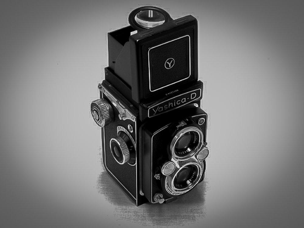 Ces pendants ces années que j'ai commencé la photo avec un appareil au format 120 : un Yashica 6x6.