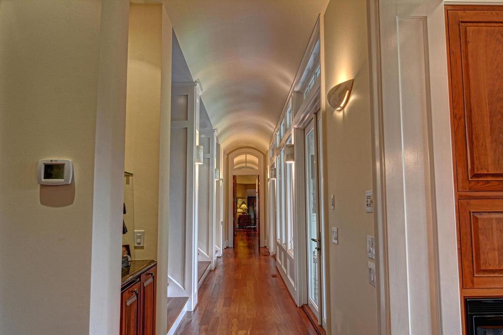 2001 Balmoral Pl Wilmington NC-large-015-Hallway-1500x1000-72dpi.jpg