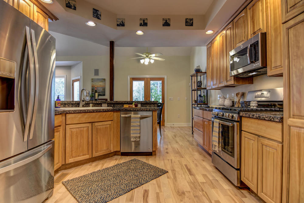 108 Edgewater Ln Wilmington NC-large-010-10-Kitchen-1499x1000-72dpi.jpg
