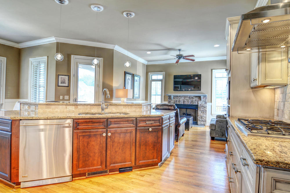 5420 Andrews Reach Loop-large-010-29-Kitchen-1499x1000-72dpi.jpg