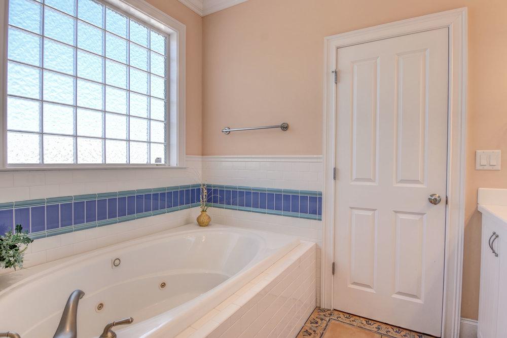 1514 Bowfin Lane Unit 2-print-016-34-Master Bath Whirlpool Tub-4200x2800-300dpi.jpg