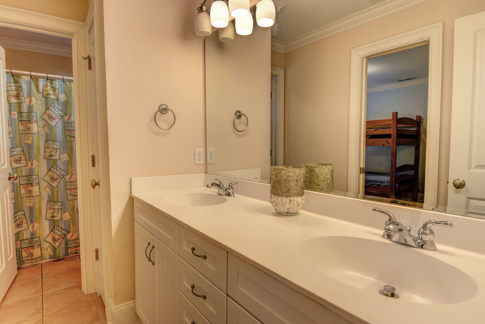 1514 Bowfin Lane Unit 2-print-019-3-Guest Bath gd level-4200x2802-300dpi.jpg