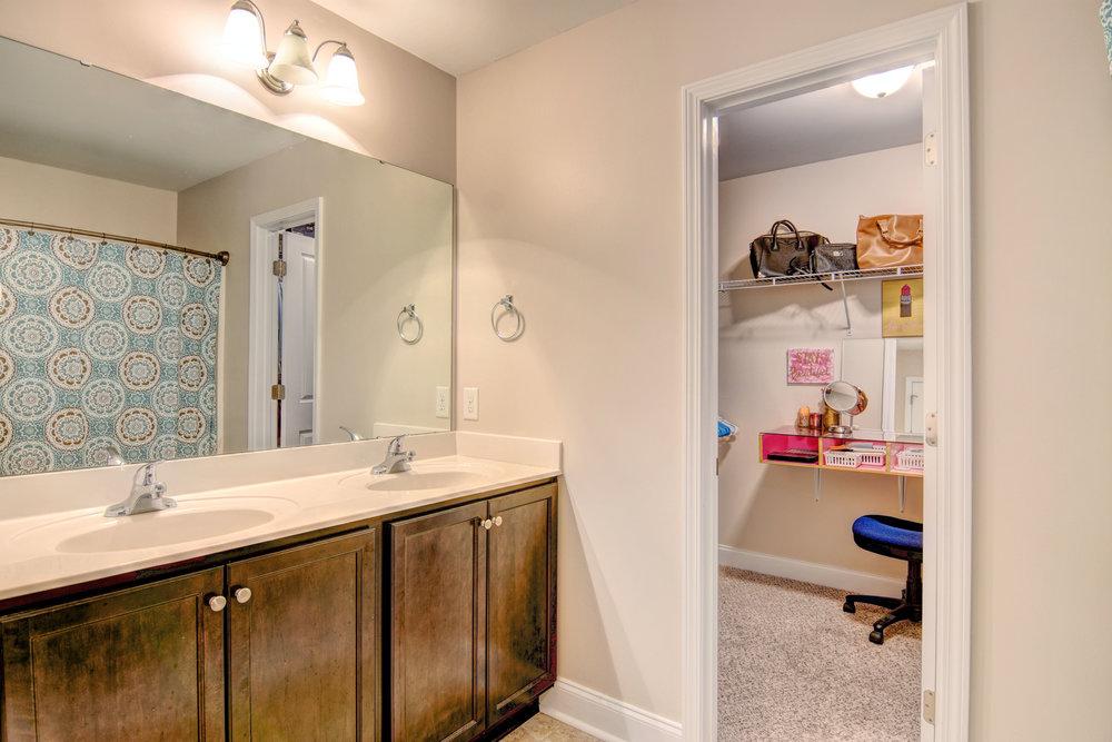 208 Riverstone Ct Jacksonville-print-015-23-DSC 7730 1 2-4200x2802-300dpi.jpg