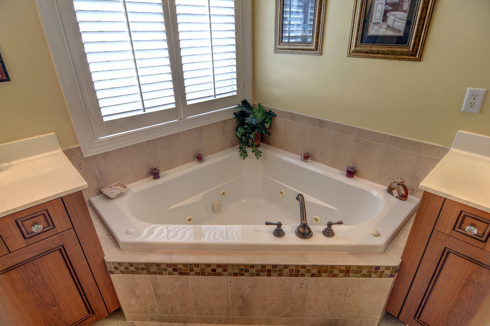 2114 Bay Colony Ln Wilmington-print-017-30-Master Bath  Whirlpool Tub-4200x2803-300dpi.jpg