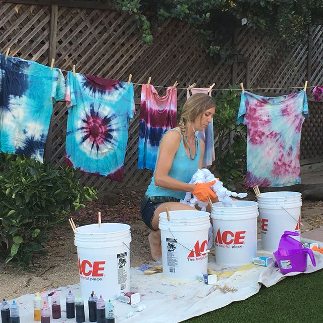 @melba.brown with laser focus on the dip and dye production line.  I stepped in for the assist and the end result is truly a masterpiece 🌈 #tiedye