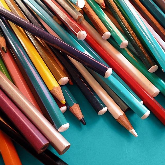multicolored-pencils_t20_LVmA7a.jpg