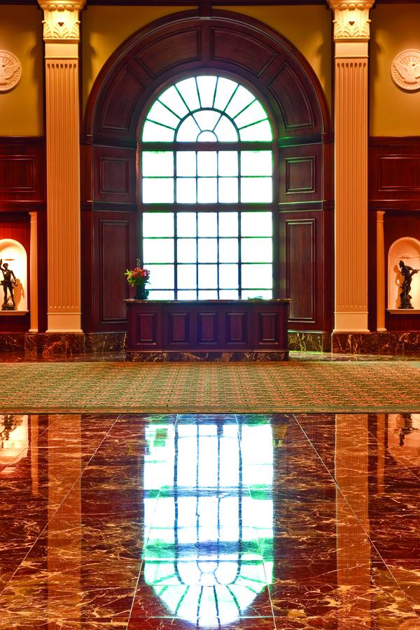 Limpieza y pulido de pisos de piedra