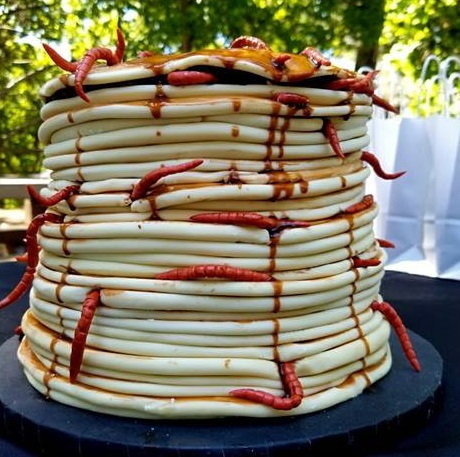 worm cake2.jpg