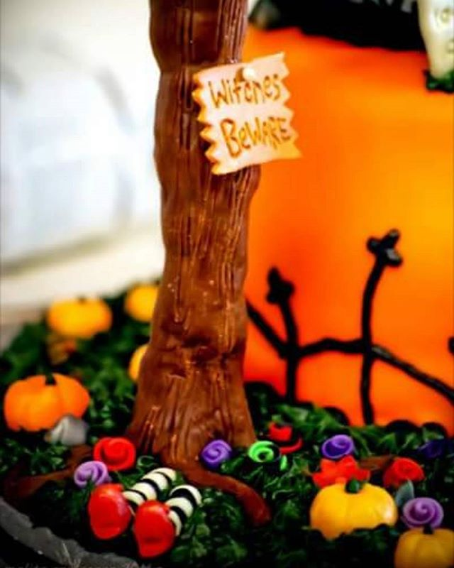 Ahhhhhh, October. So, so lovely to see you.  Counting down the days till Halloween with some of my favorite spooky creations! First up, this candy garden filled with chocolate trees and starburst pumpkins. Honestly, the most fun I've ever had with a pack of starburst. Witches Beware...☠☠☠