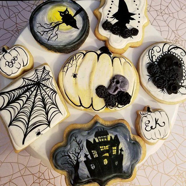 Countdown to Halloween continues! I only skipped like 2 weeks, it's fine...right?? Cool cool cool. Well, here are some of my very favorite cookies ever. Now available from @justbakedslo. 🎃👻☠🕸