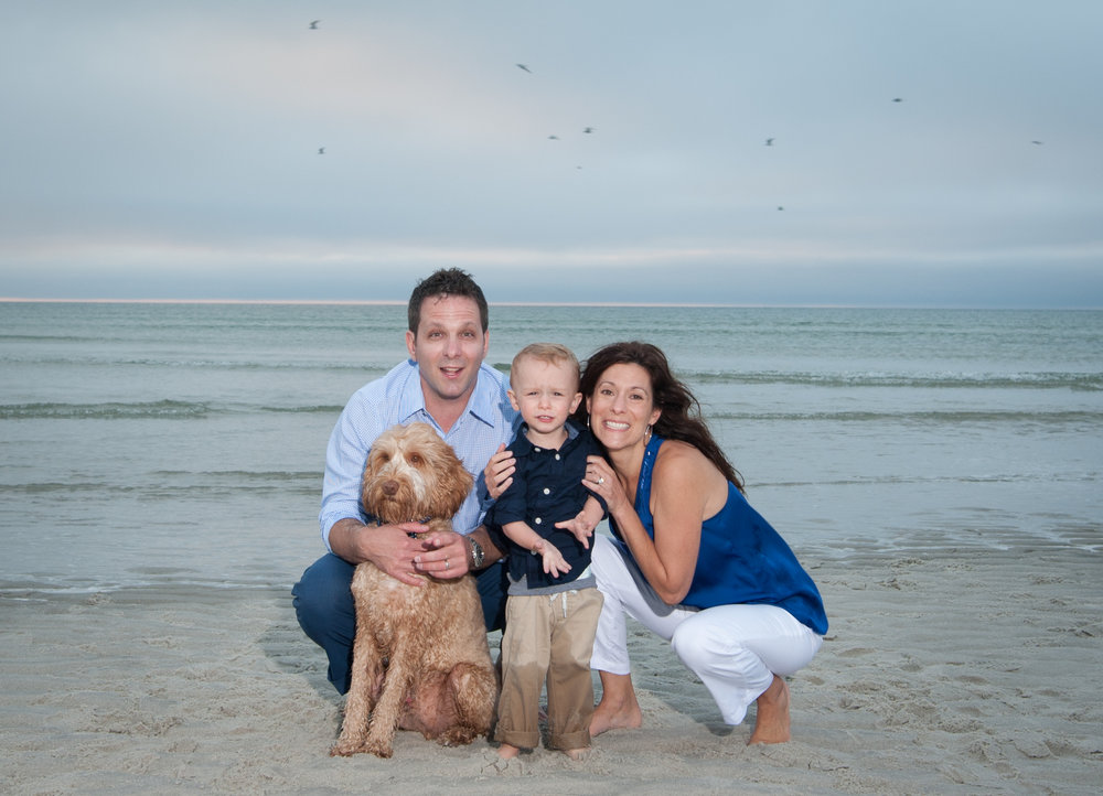 family_photo_on_the_beach