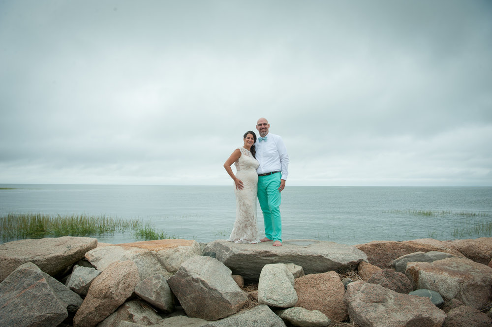 Stunning couple - I love the Vineyard Vines touches!