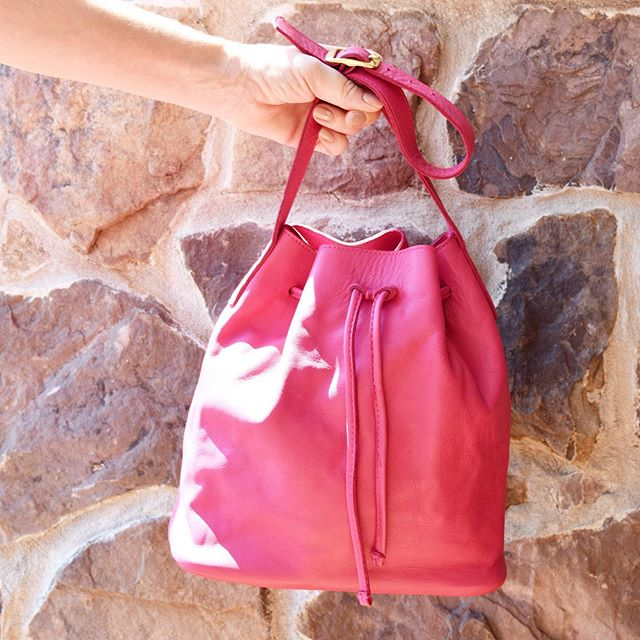 When the sun shines on me I feel alive. Happy Easter. 🌸JOYCE Bucket Bag. #livecompletely #linellellis