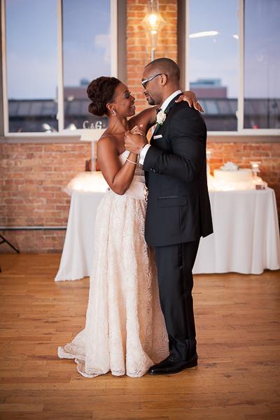 Urban Chicago Small Wedding Portrait Chicago Photographer Nomee Photography