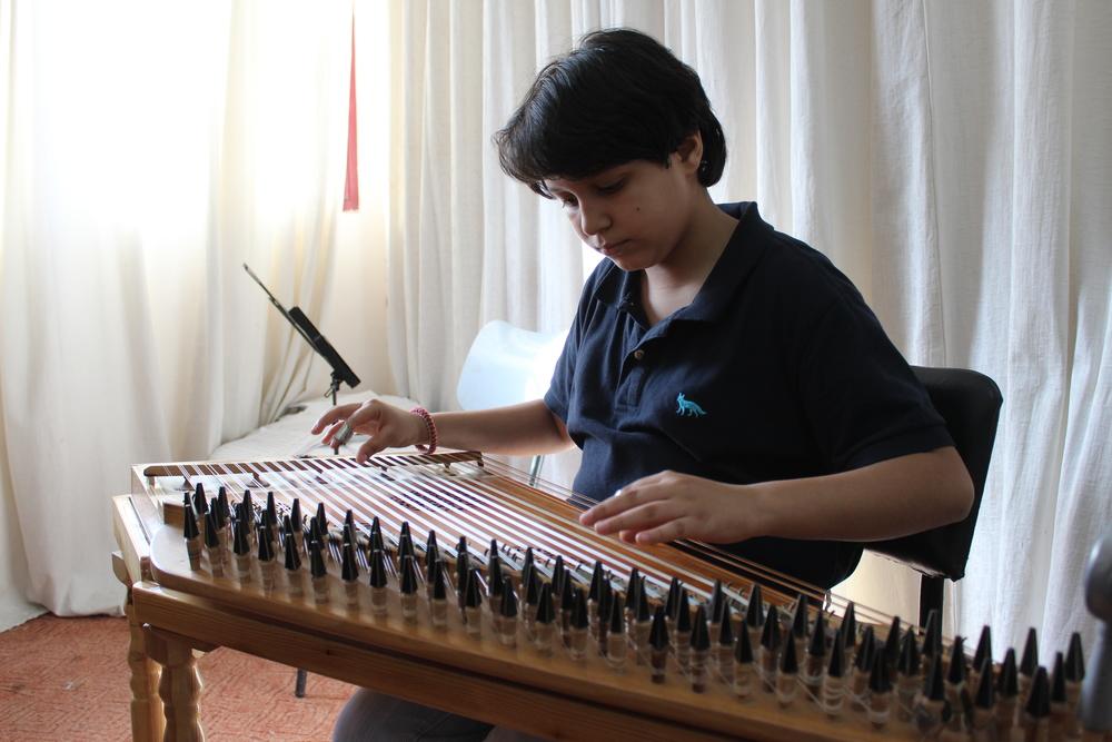 Firas Sharafi, 10 år, spiller 'kanoun' ved Edward Said Music Academy, Gaza