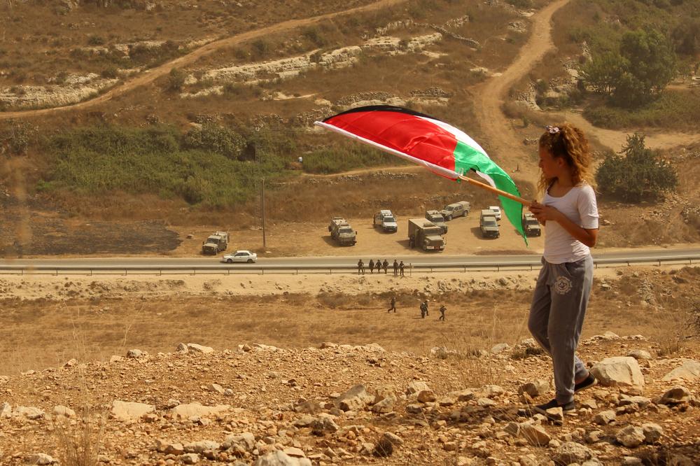 Ahed + soldater Nabi Saleh.jpg
