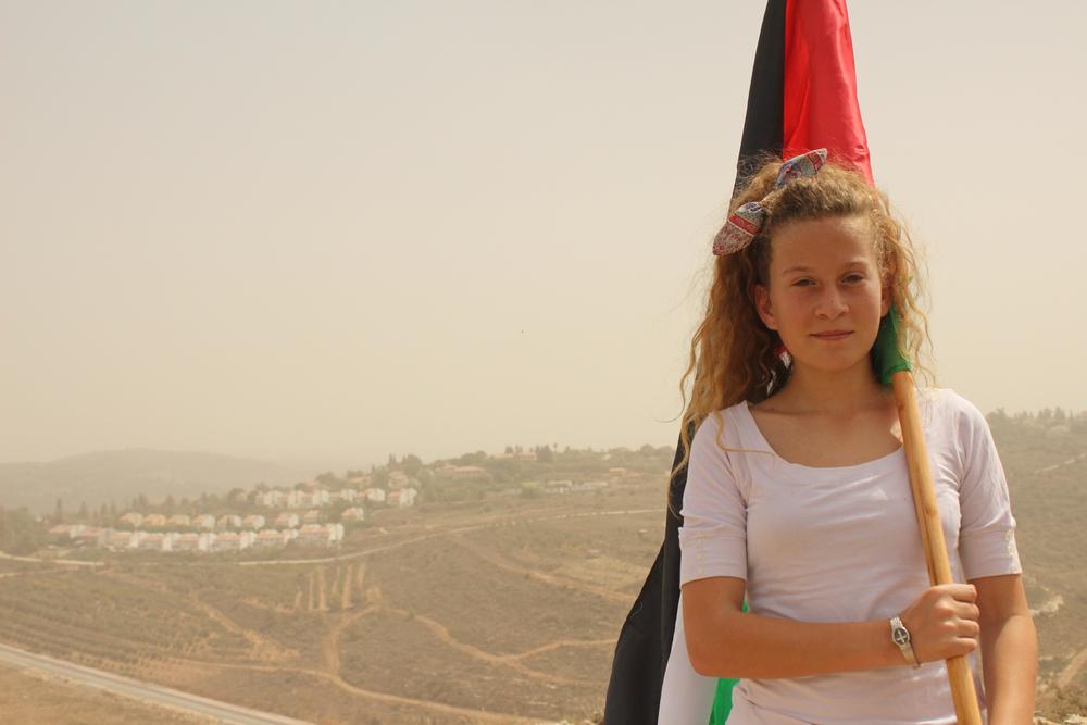 Ahed m flag v bosættelse.jpg